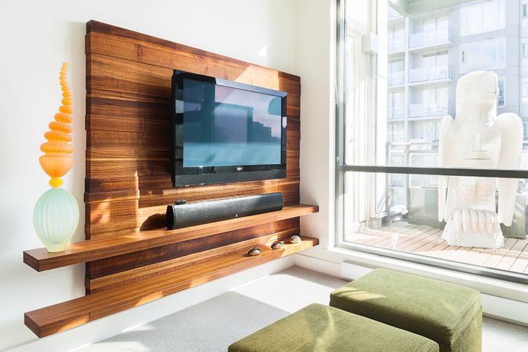 دکور چوبی زیبا برای پشت تلویزیون