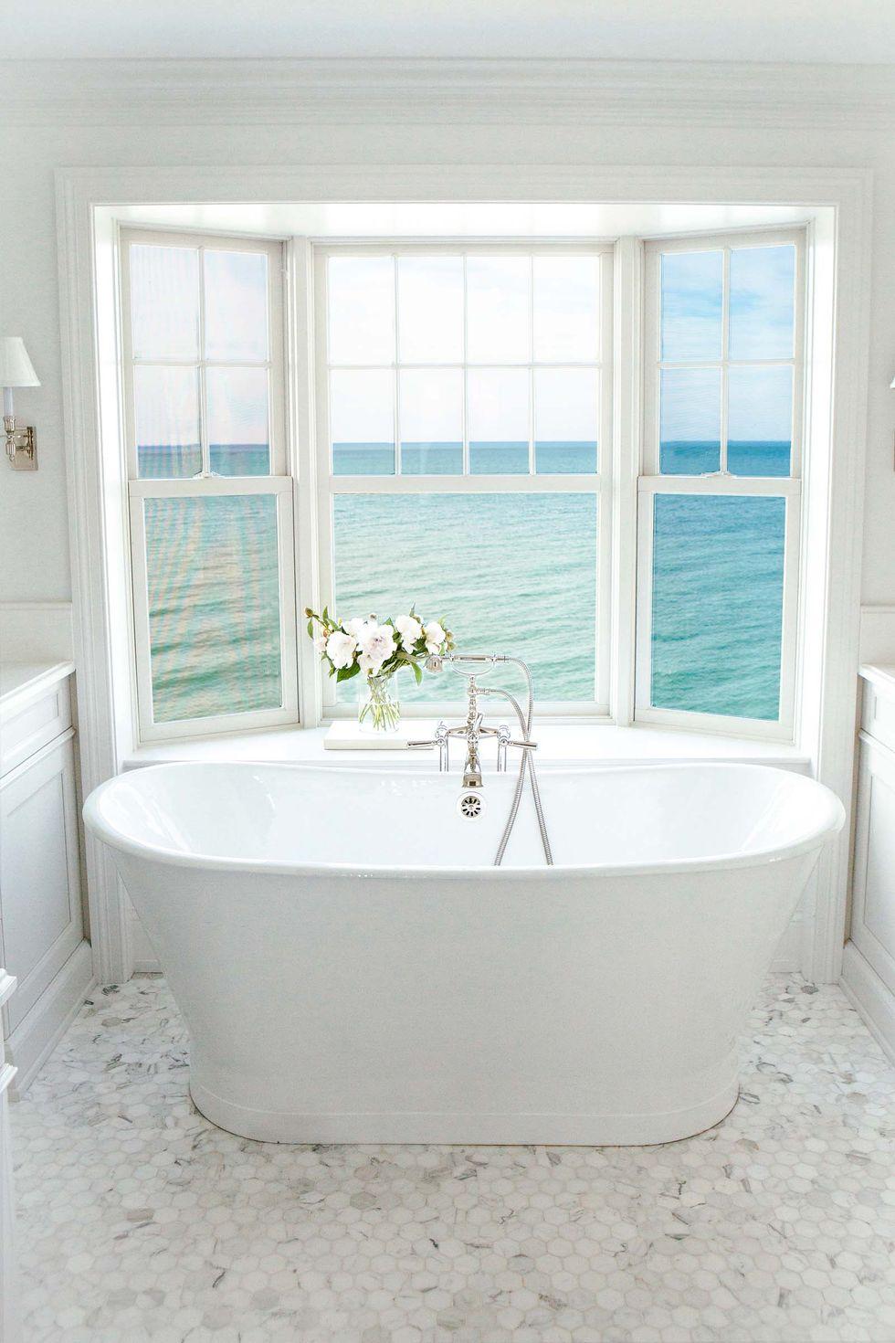 حمام لوکس با چشم انداز اقیانوس