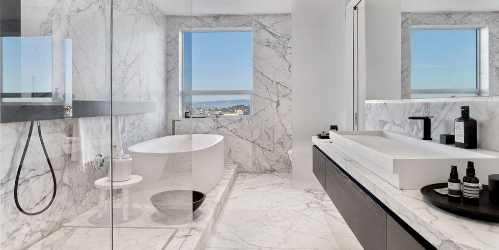 10 حمام لوکس روشن با چشم اندازهای جذاب