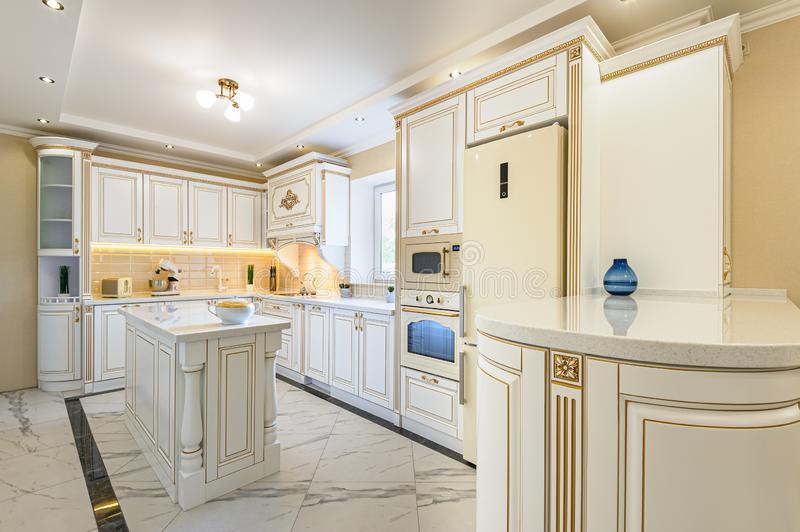 کابینت سفید طلایی | درخششی خیره کننده با رنگ های مدرن