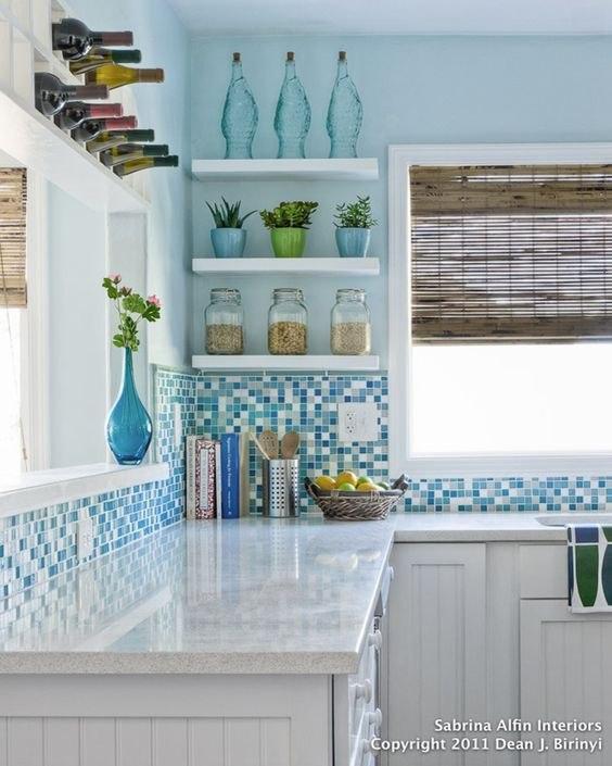 مدل جذاب دکوراسیون آبی سفید در آشپزخانه
