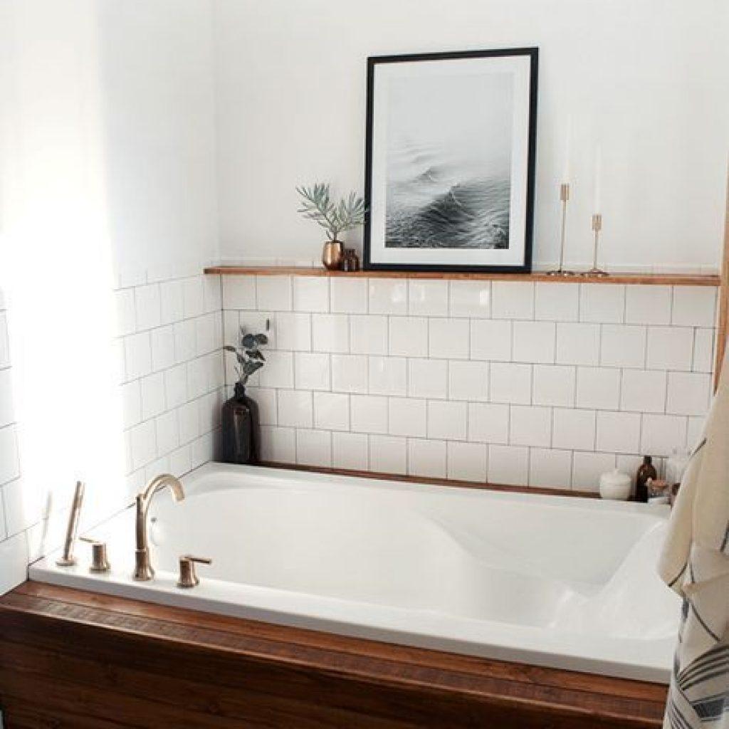 در فضای حمام و دستشویی هم استفاده از تابو و قاب ها بسیار رایج میباشد. البته باید مواردی مثل محل قرار گیری و به مواردی مثل رطوب و آب توجه شود ..
