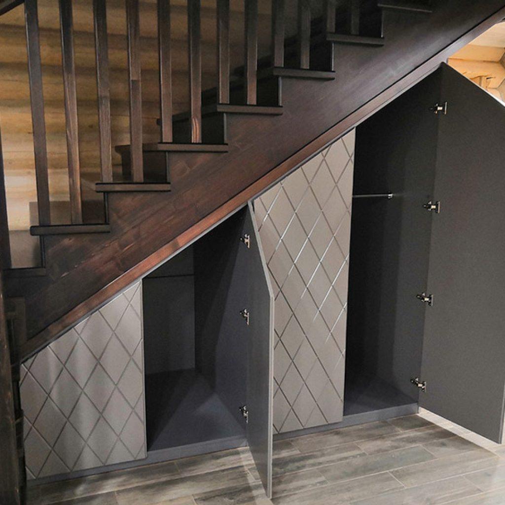 علاوه بر داخل این فضا میتوان از لحاظ بیرونی و ظاهر بیرونی کار هم طراحی مناسبی انجام داد و با رنگ و فضای خانه متناسب و دیزاین رو انجام داد.