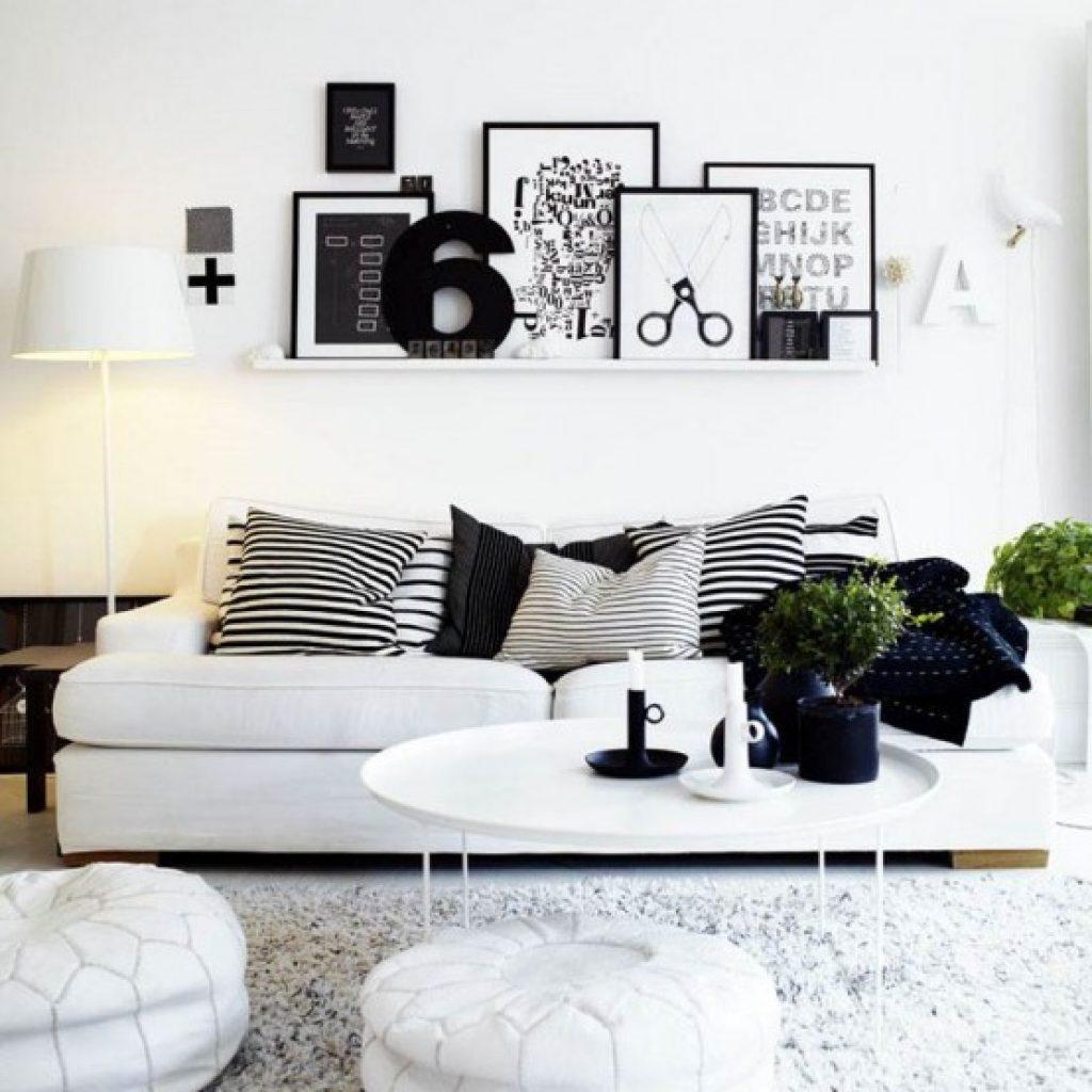 همچنین میتوانید با در نظر گرفتن رنگ و دیزاین خانه از تابلو های همرنگ و یا متضاد استفاده کنید.